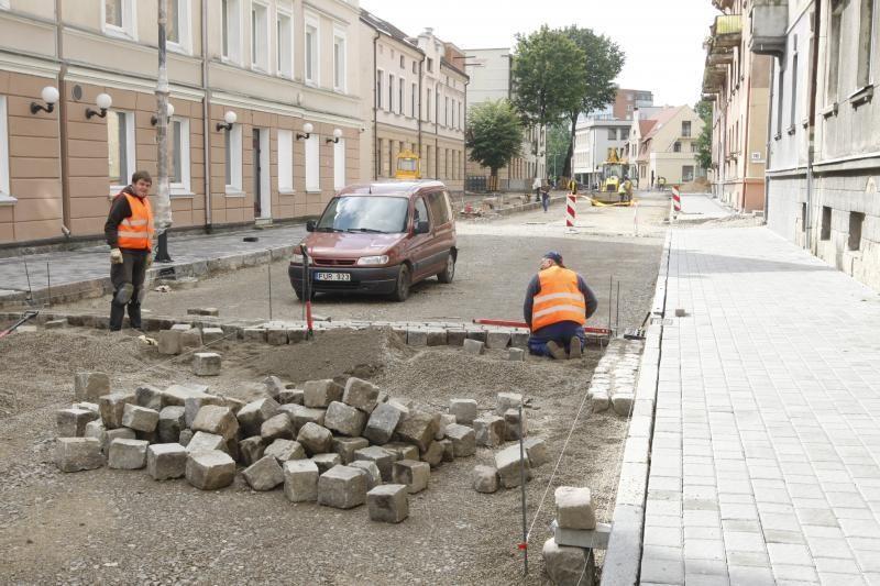 Pradėtas kloti J.Janonio gatvės grindinys