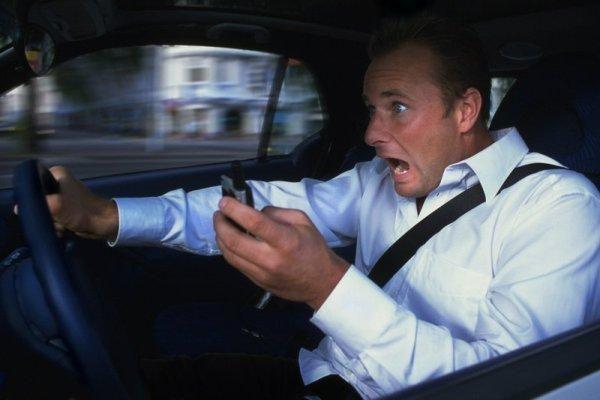 SMS rašymas – ne vairuojančiųjų pirštams