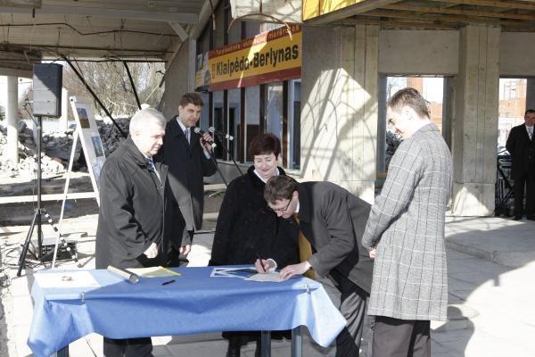 Paskelbta oficiali autobusų stoties statybų pradžia