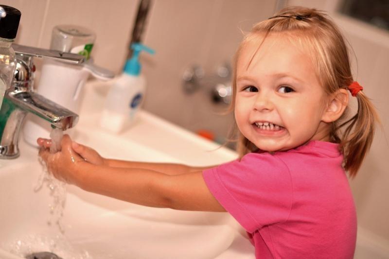 Iš čiaupo bėgantis rudas vanduo – ar pavojus sveikatai?