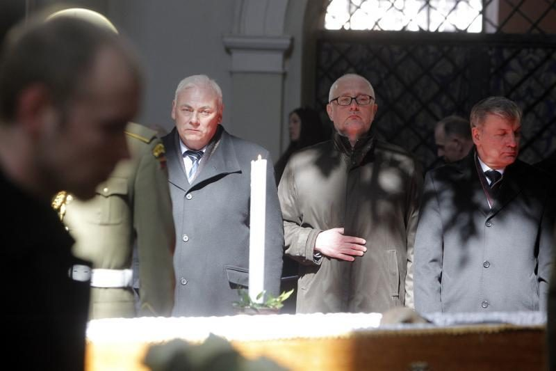 Simboliška: balandžio sniegas išlydėjo M. Martinaitį į amžinybę