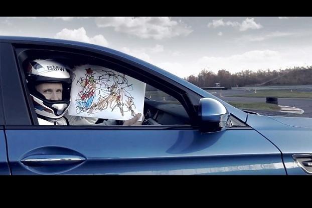 BMW sukūrė patį greičiausią pasaulyje kalėdinį atviruką