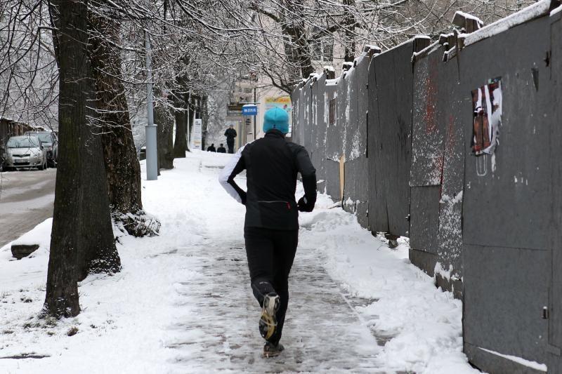 Sekmadienį snigs, pirmadienį orai bus labiau pavasariški