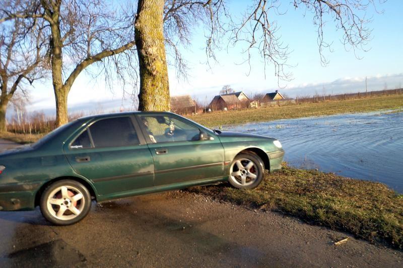 Savaitgalį Rusnės kelyje vanduo atslūgo