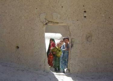 Afganistane per vestuvių pokylį įgriuvus stogui žuvo 60 žmonių
