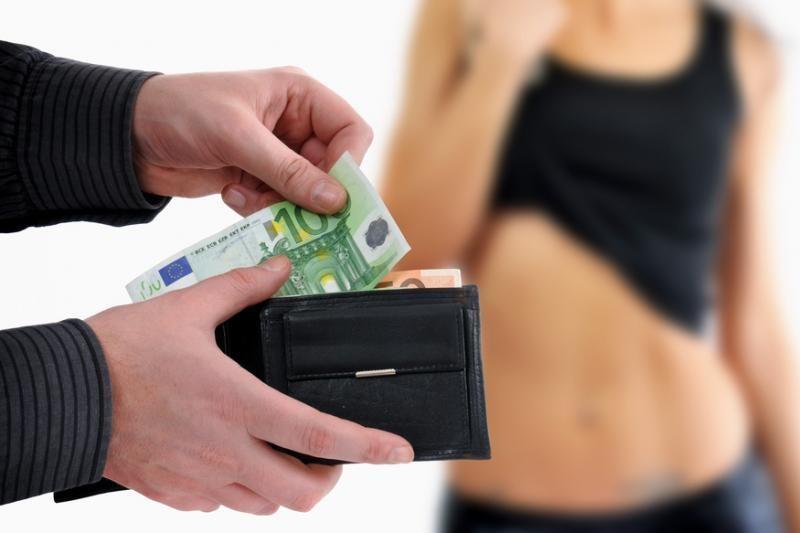 Siūloma naikinti baudas prostitutėms, griežtinti bausmes už sąvadavimą
