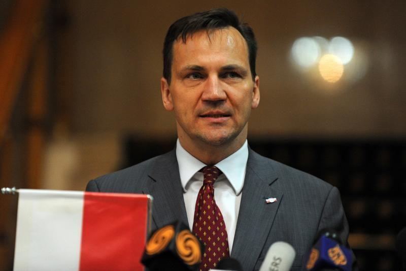 """R.Sikorskis: Lenkija tikisi """"naujo atsivėrimo"""" su kita vyriausybe"""
