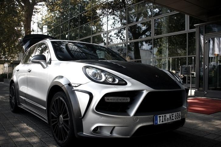 """Darbuotojams – minimalus atlyginimas, sau – """"Porsche"""""""