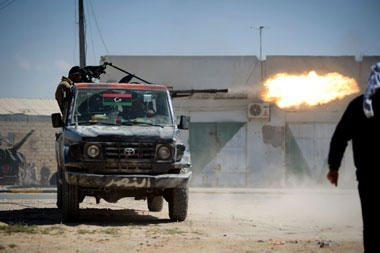 Libijos gentys bando derėtis dėl sukilėlių pasitraukimo iš Misratos