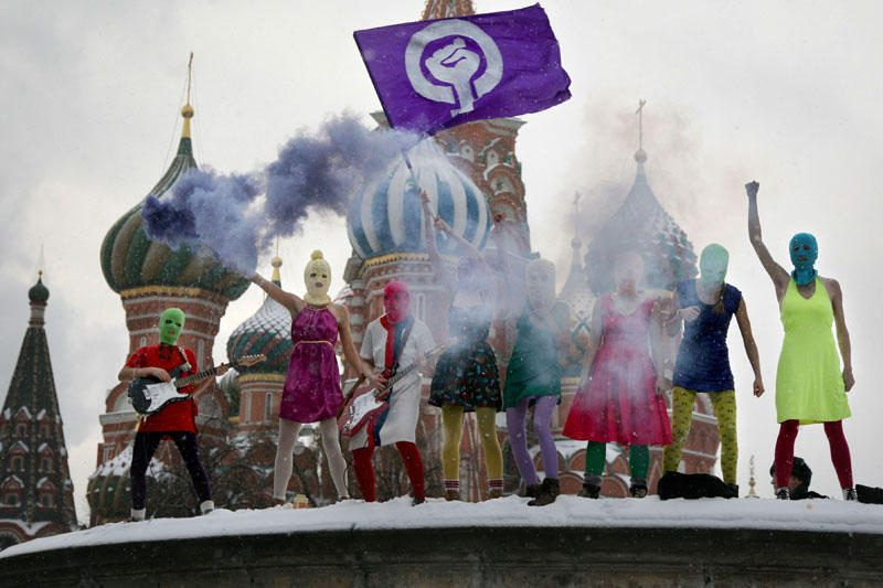 """Prie Rusijos ambasados Vilniuje reikalauta laisvės """"Pussy Riot"""" narėms"""