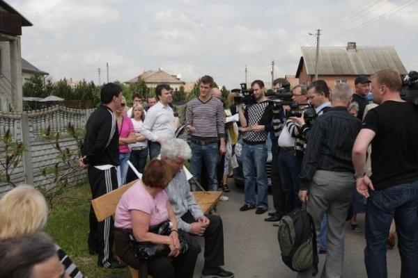 Venckų namus saugantys žmonės nepraleido atvykusio antstolio (papildyta 20.00 val.)