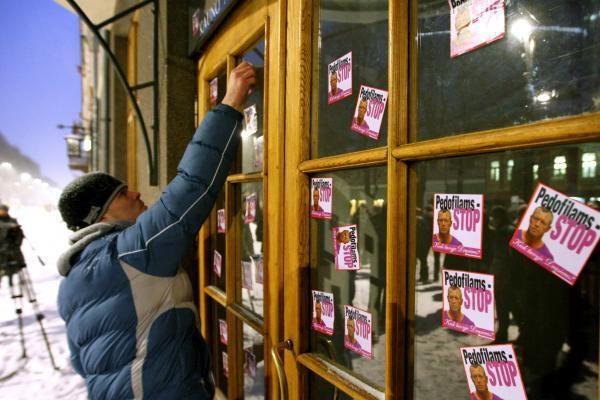 Kauniečiai vėl aktyviai rinkosi protestuoti prie prokuratūros