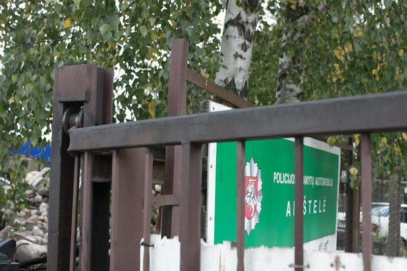Vilniuje įžūliai pagrobtas policijos saugomas automobilis
