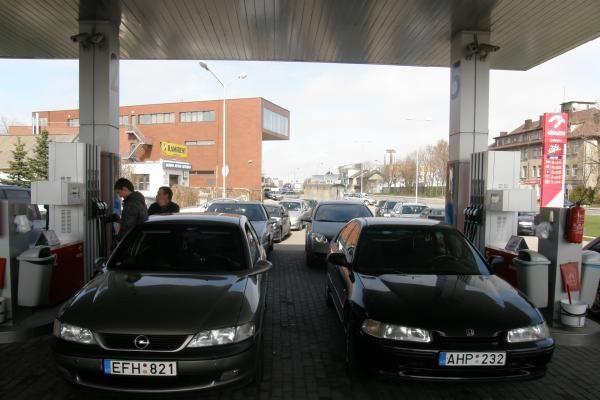 Protestuojančių vairuotojų kolona nusidriekė Klaipėdos gatvėmis
