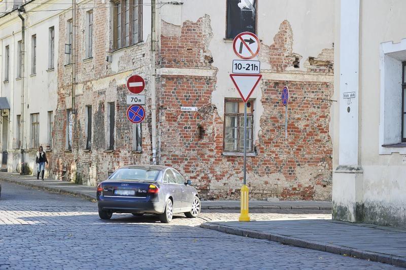 Prie Rotušės aikštės – lavina pažeidimų. Kaltas vairuotojų įprotis?