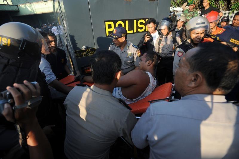 Indonezijos policija malšina kalinių riaušes Balyje