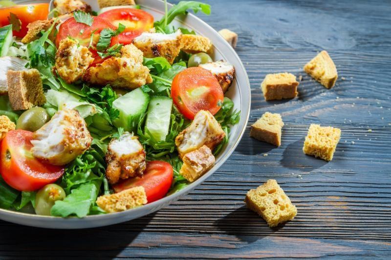Receptas pusryčiams: vištienos ir trešnių salotos