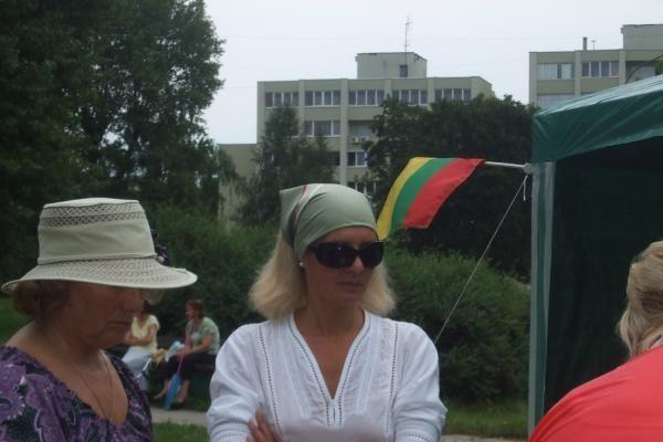 Atvykusi į teismą, N.Venckienė aplankė ir badautojus