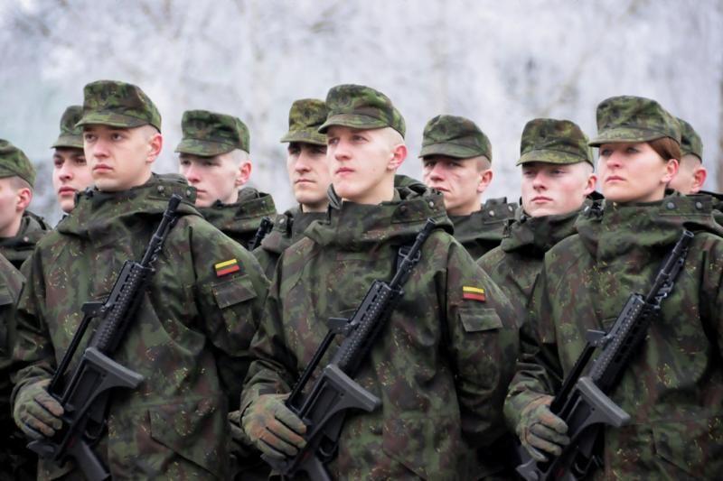 KAM siūlo didinti ribinius karių skaičius
