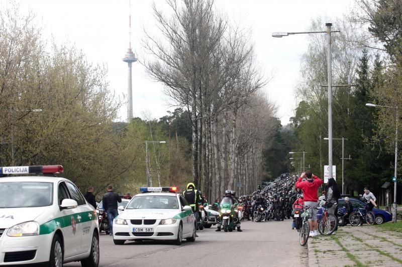 Triukšminga kolona sostinės gatvėse atidarytas baikerių sezonas