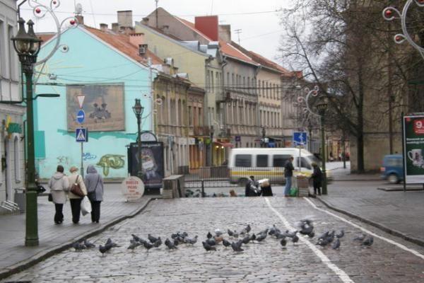 Kauno vaizdai: apgriuvę pastatai, tuščios gatvės