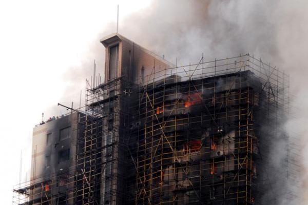 Šanchajuje dėl 53 gyvybes nusinešusio gaisro daugiaaukščiame name suimti keturi asmenys