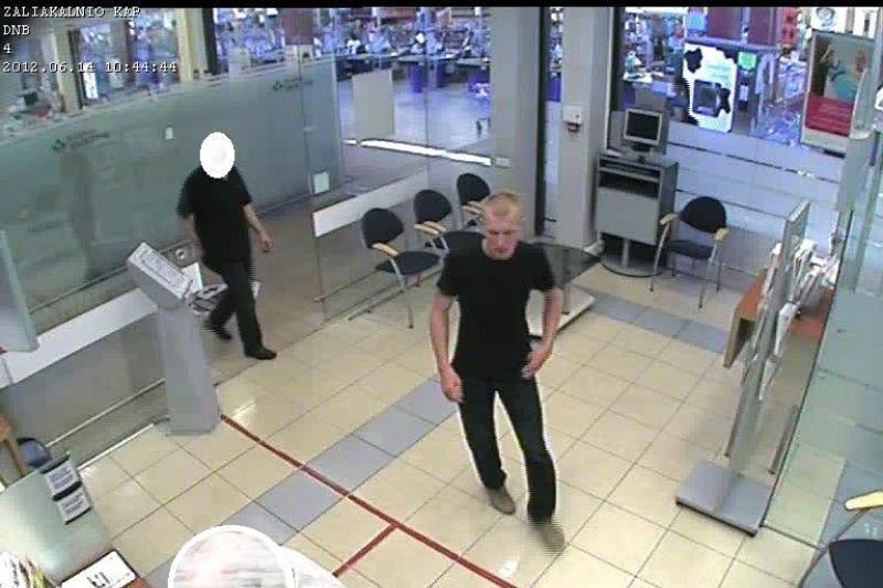 Padėkite atpažinti žmogų, įtariamą vagyste iš banko (foto)