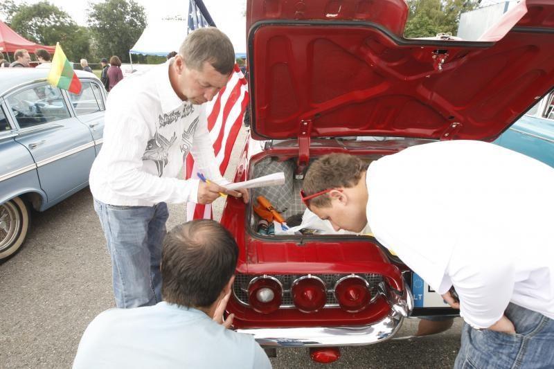 Palangą okupavo amerikietiški automobiliai
