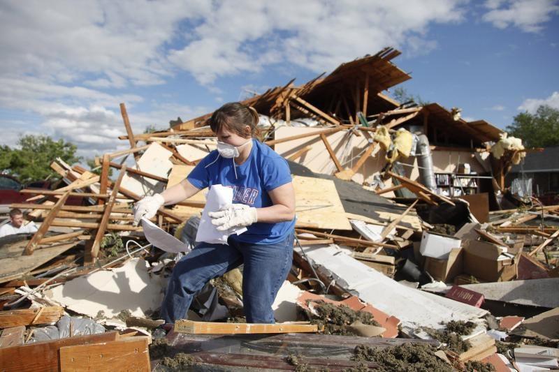 JAV Vidurio Vakarų regione tornadai nusinešė šešių žmonių gyvybes