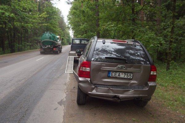Sostinėjė susidūrė keli automobiliai