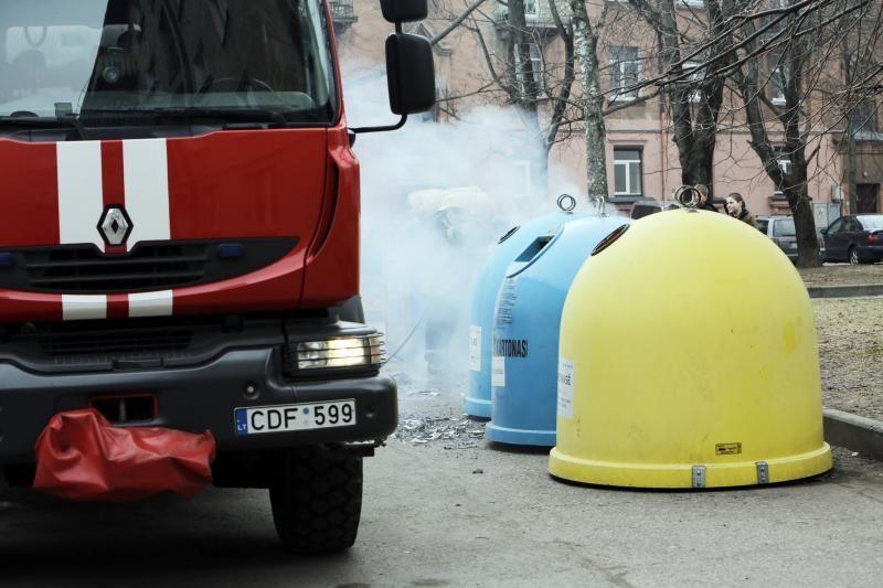 Klaipėdos centre liepsnojo šiukšlių konteineris