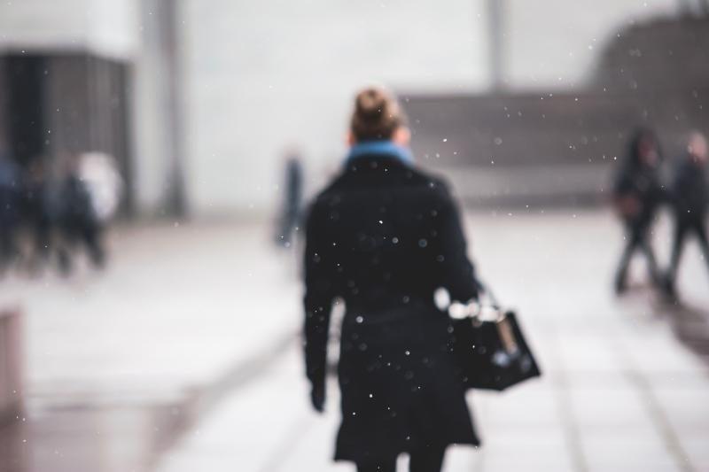 Sniegas         kelininkų     į    Kauno      gatves neišvijo