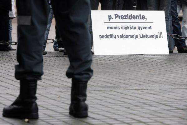 L.Kedienė Prezidentei nunešė protestuotojų reikalavimus (papildyta)