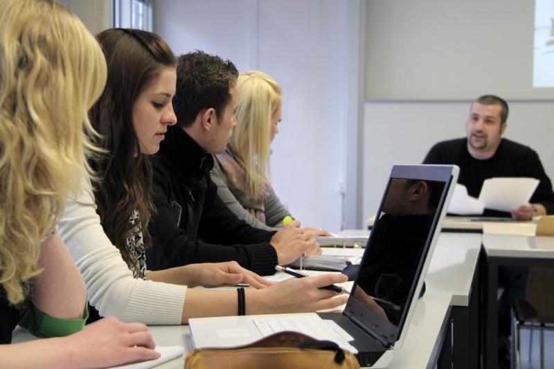 Mokytis Lietuvos aukštosiose mokyklose kviečiami per 2 tūkst. asmenų