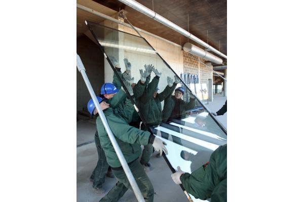Užsiliepsnojusiame kelte buvo plukdomi Žalgirio arenos langai (papildyta)