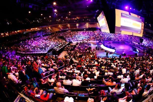 """""""Microsoft"""" partnerių konferencijoje karaliavo """"debesų"""" technologijos"""