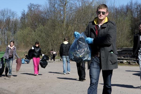 Miestiečiai entuziastingai švarino miestą (papildyta)