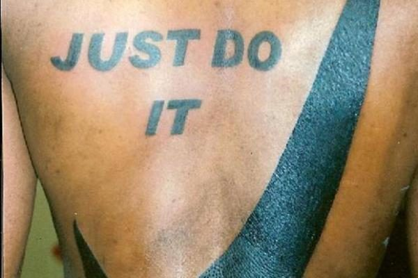 Kvailiausios pasaulio tatuiruotės sudėtos į vieną knygą