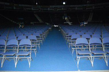 """Prieš Stingo koncertą """"Siemens"""" arena klojama specialia kilimine danga"""