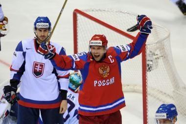 Pirmąjį etapą pergalėmis baigė rusų ir prancūzų ledo ritulininkai