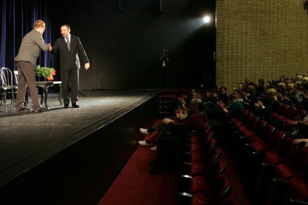M.Budraičio prašymas daliai teatro darbuotojų: