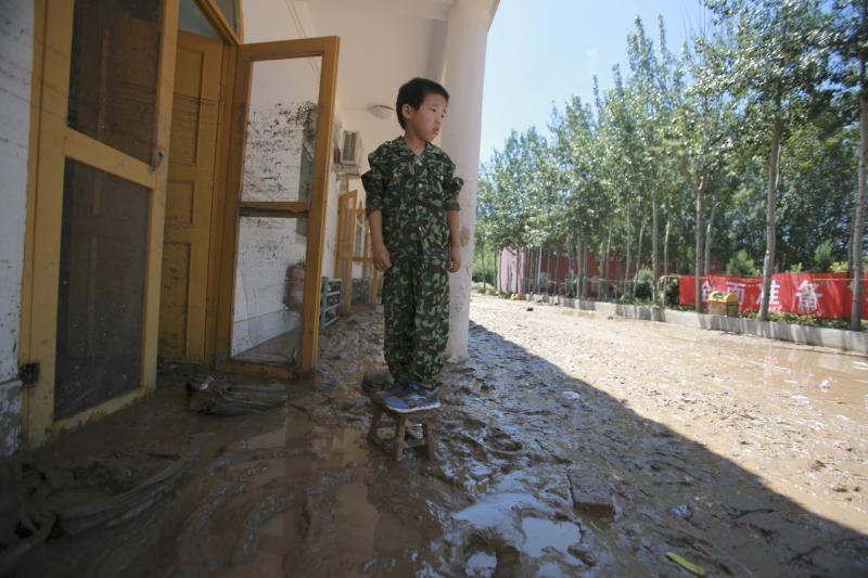 Pekine smarkios liūtys nusinešė 37 gyvybes