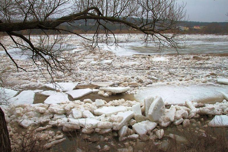 Dėl upės grėsmės gyventojų laukia nerami naktis