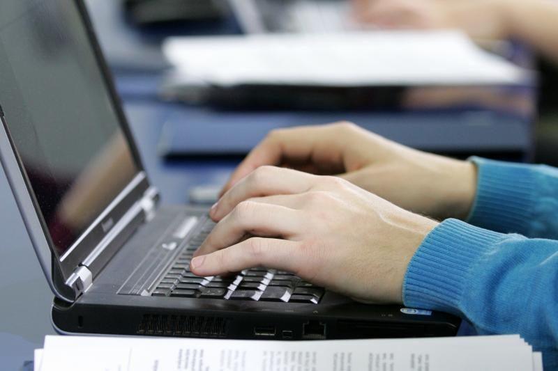 Užsienyje gyvenantys Lietuvos piliečiai balsuoti internetu negalės