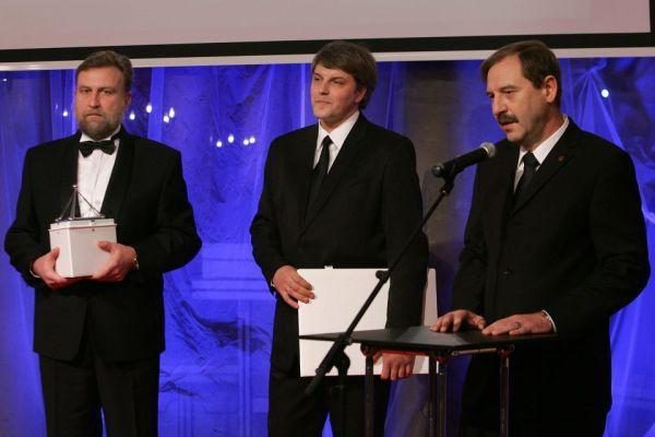 """Apdovanoti """"Nacionalinės pažangos premijos"""" 2009 m. laureatai"""