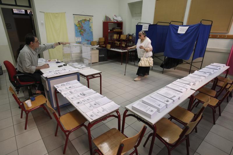 Graikai balsuoja rinkimuose, kurie gali nulemti jų ateitį dėl euro