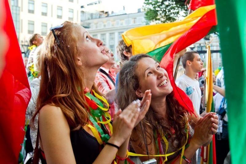 """Šeštadienio vakarą visame pasaulyje skambėjo """"Tautiška giesmė"""" (foto)"""