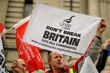 Britanijos vyriausybė ketina karpyti biudžeto išlaidas ir vėlinti pensinį amžių