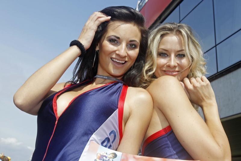 """""""MotoGP"""" čempionate dėmesį traukia gražuolės"""