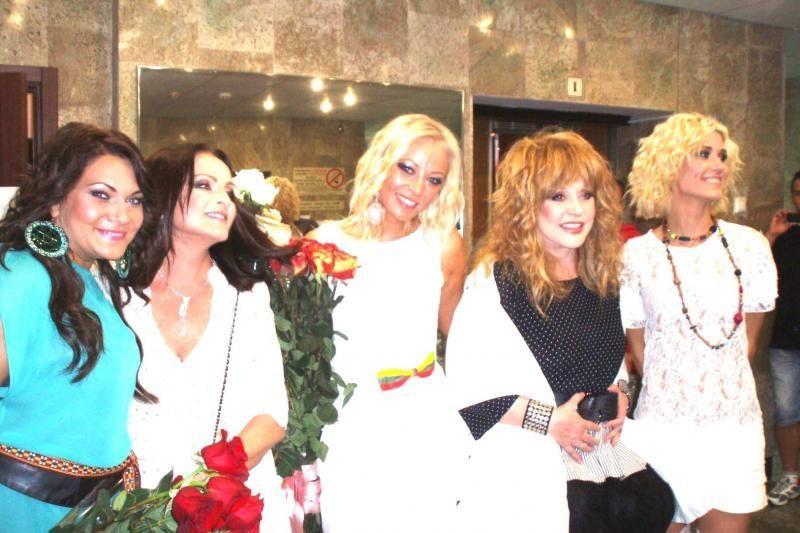 Mia dainavo su A.Pugačiova ir S.Rotaru, iš S.Rotaru dar ir gėlių gavo